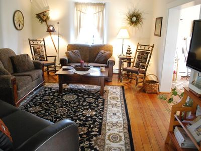 Lancaster farmhouse rental - Comfy living room with plasma TV with plenty of seating.