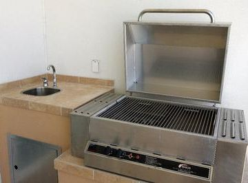 Outdoor kitchen, gas grill, sink, and DINING for 10 on balcony! Dine with view!