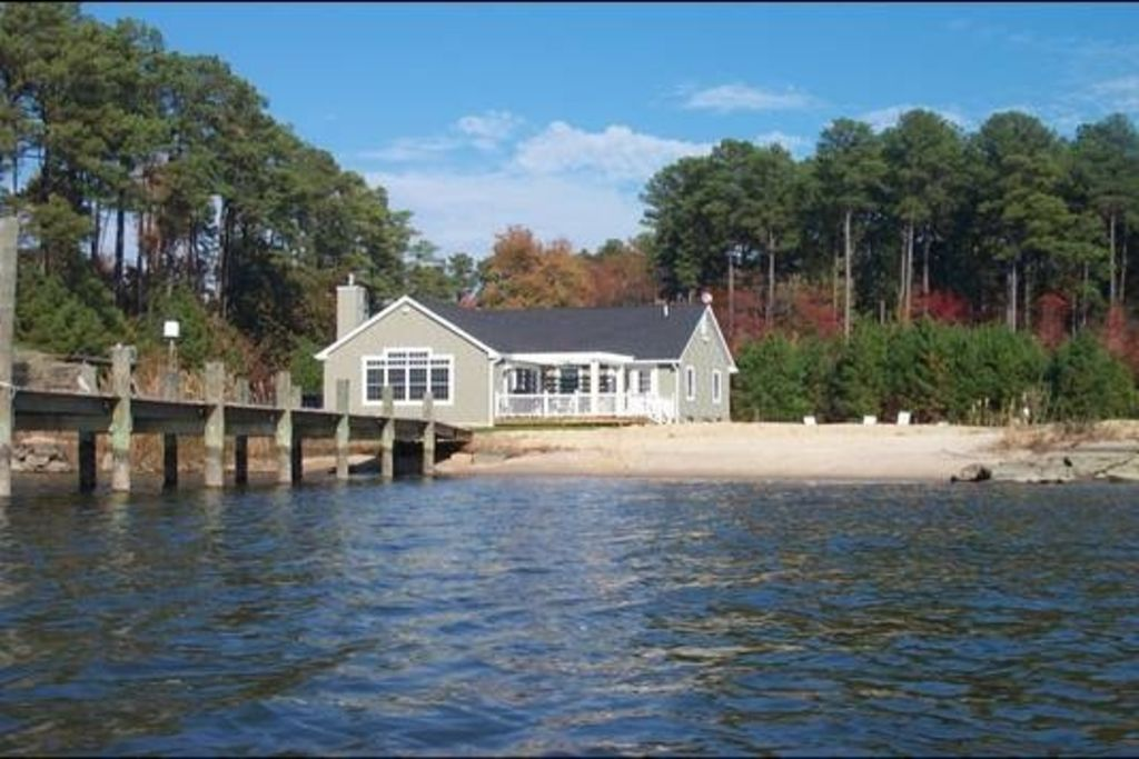 6.5 Acre Waterfront Family Retreat with Pool and Sandy Beach!