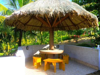 Roatan house rental - Stay cool under the Palapa table
