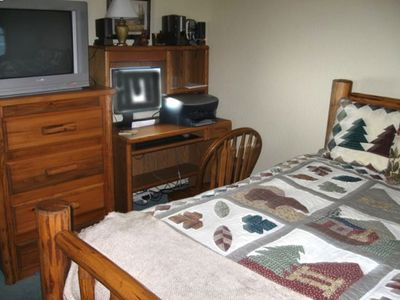 Big Bear Lake house rental - Small Bedroom Upstairs with Computer