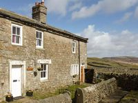 PURSGLOVE COTTAGE, pet friendly, with a garden in Low Row, Ref 922798