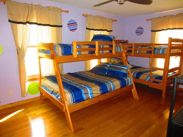 The 3rd/ kids bedroom - has a VCR-tv, two bunkbeds (1 bed is full underneath).