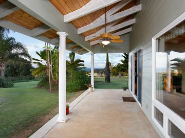 Haiku studio rental - Large lanai with ocean view, very quiet peaceful setting