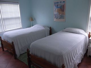 Jekyll Island house photo - Twin beds with corner wall mounted TV.