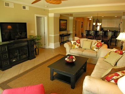 Isle of Palms condo rental - Living Room w/ Direct TV Flatscreen HDTV, Blu-ray DVD, Surround Sound and a Wii