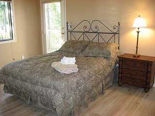 One of the Queen size bedrooms