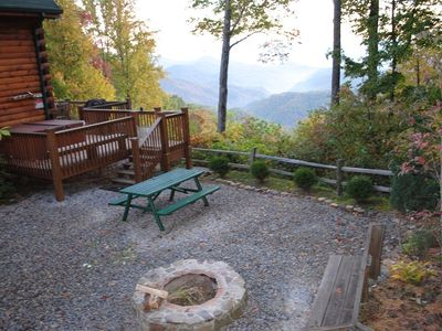 Huge Fire pit, hot tub, picnic area, spectacular view and total privacy
