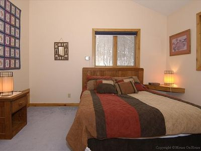 Master bedroom, queen bed, cable TV, full bath with jacuzzi, beautiful view