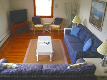 Comfortable living room with bright bay window. Seats up to 10. TV