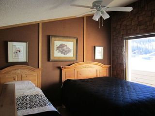 Brian Head cabin photo - Upstairs Guest Bedroom with 1 queen bed and 1 twin bed.