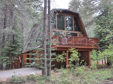 Tahoe Donner house rental - The Aloha Cabin, your retreat in Tahoe Donner