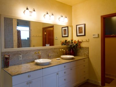 Dillon Beach house rental - Master - dual vanities