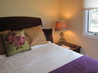 New Haven cottage photo - bedroom with queen size bed, with spectacular views