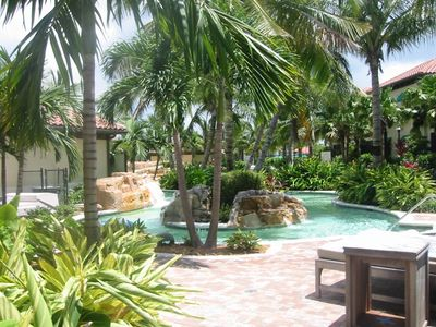 Naples bay resort: the lazy river