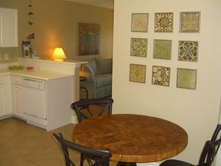Amelia Island condo photo - Dining area. There are 4 chairs + 2 stools at the breakfast bar.