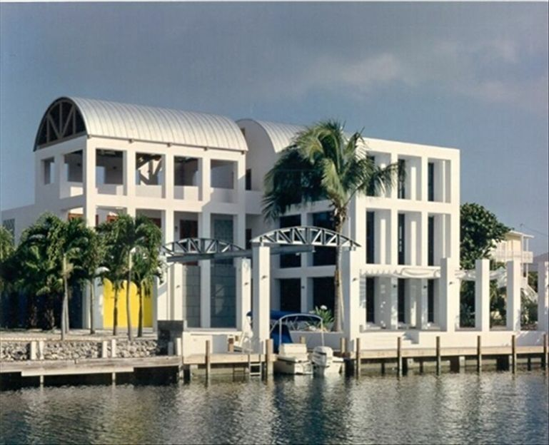 Luxurious 3 story modern home in venetian shores vrbo for Venetian shores