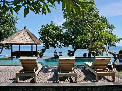Private Beachfront Villa, Beautiful garden, with boat near coral reefs