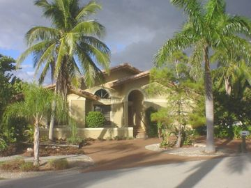 Vacation Homes in Marco Island house rental - Front of house with circular driveway