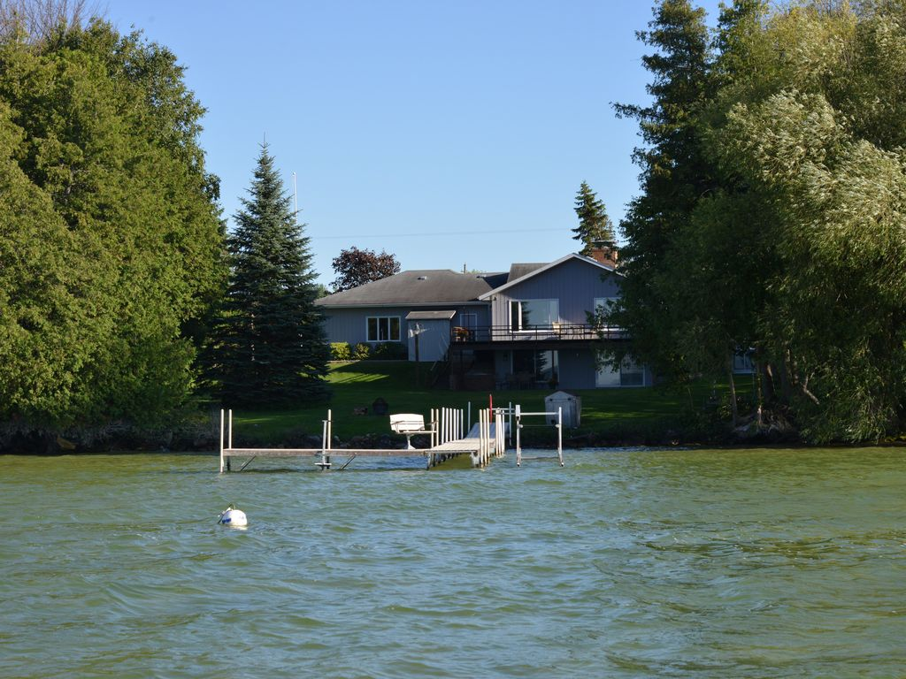 Family perfect pet friendly cottage on mullett lake 4 br vacation house for rent in cheboygan for 10 bedroom vacation rentals in michigan