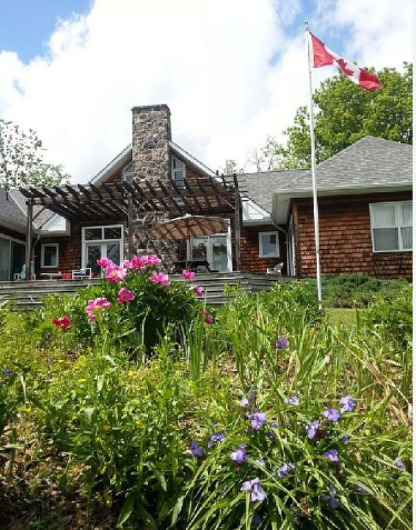Country House Rental - Cobourg