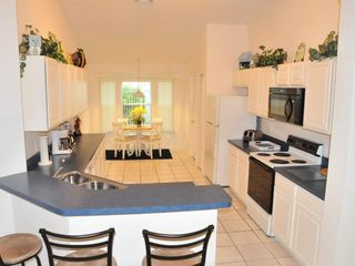 Rolling Hills villa photo - Spacious kitchen with all major appliances and cozy breakfast nook
