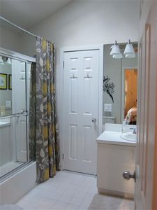 East Hampton house rental - Upstairs full bathroom