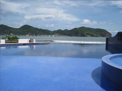 BEACHFRONT Infinity pool and spa
