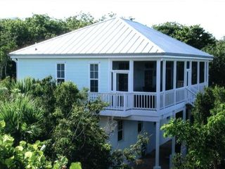 Green Turtle Cay house photo - Side View of Peaceful Times