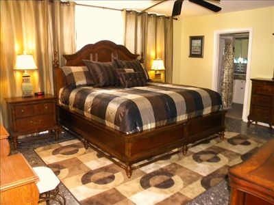 King size bed, Large His&Hers Walk-in Closets, Flat TV/DVD,electric fireplace