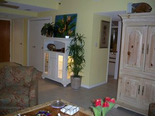 Living/dining area is beautifully decorated. - Destin condo vacation rental photo