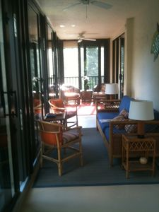 wraparound lanai, showing comfortable furniture & plentiful seating