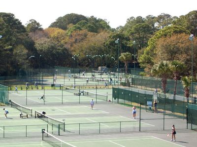 Hilton Head Island~Ten FREE Tennis courts and a Pro on promise.