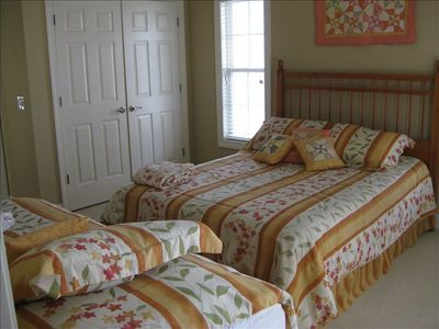 Queen Master Bedroom on lower level has an additional Twin Bed!