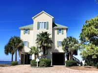 A Tropical Bay! 5BR/4BA Pool & Boat Dock! Complimentary Two Person Kayak!