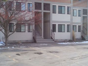 Sandpoint condo rental - Easy access, plenty of parking and right up front.