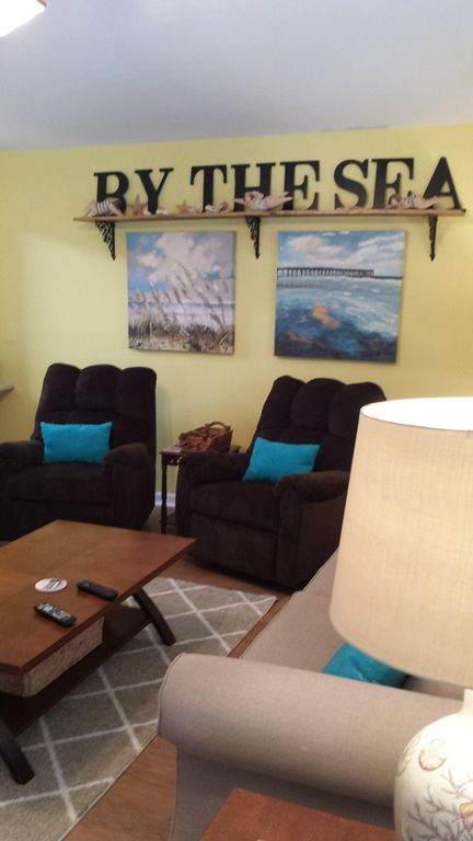 Beautiful Condo for Rest,  Relaxation and Rejuvenation. Snowbirds Welcome.