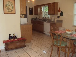 Mount Dora cottage photo - eat in kitchen with ceramic tile