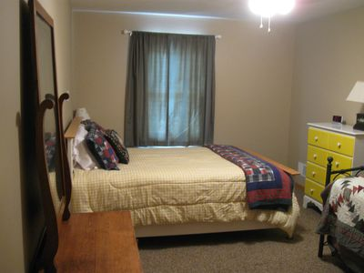 2nd bedroom-Queen bed