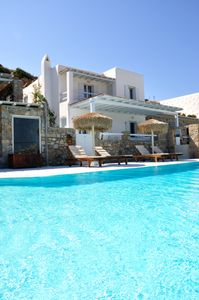 An Ideal Retreat for Couples and Families, With Stunning Views of Mykonos Town