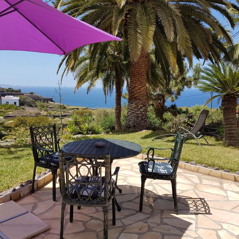 Spacious country house villa, dream location, private 12m pool, huge palm garden