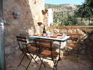 Esqueredo: Dining patio