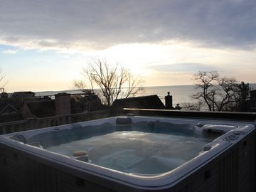 Roof deck hot tub - a year round pleasure