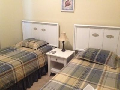 Front bedroom two twin beds