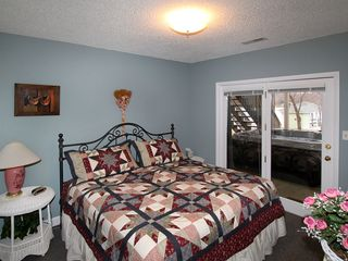 Moneta house photo - King bed converts to two twin beds
