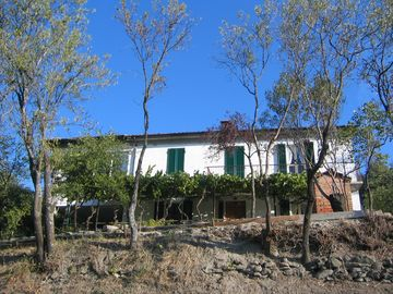 Alessandria farmhouse rental - Exterior - back of house