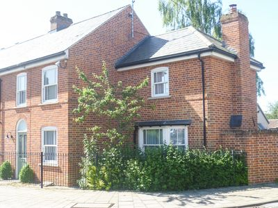 Outstanding location in really attractive historic market town.