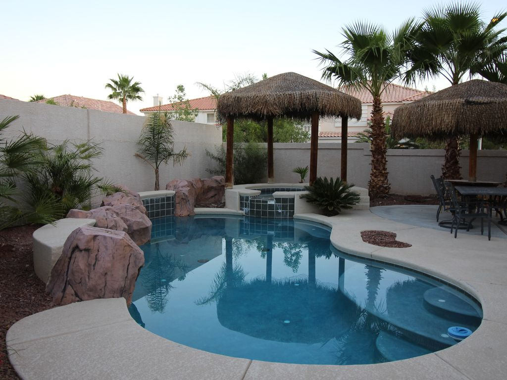 Las Vegas VILLA 1 - Heated Pool/Spa - 8 mi to South Strip/Airport NO RESORT FEE