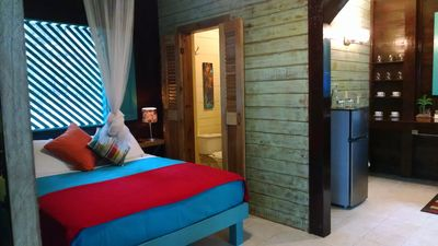 Surf, Swim And Stay In Our Hilltop Cabin Apartment At Surf Break At Paunch B&B