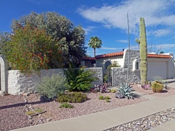 Green Valley townhome rental - 802 W. Calle del Regalo NE view